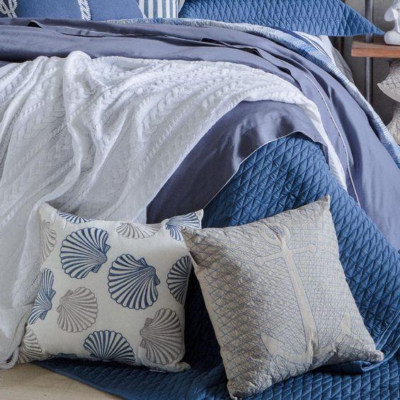Almofada-Bordada-conchas-Azul