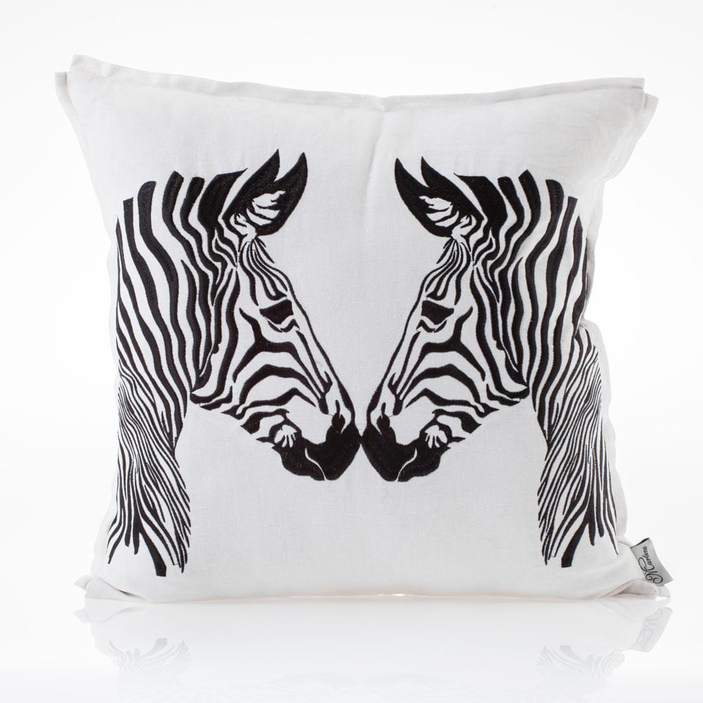 Almofada-Bordada-de-Linho-Zebra