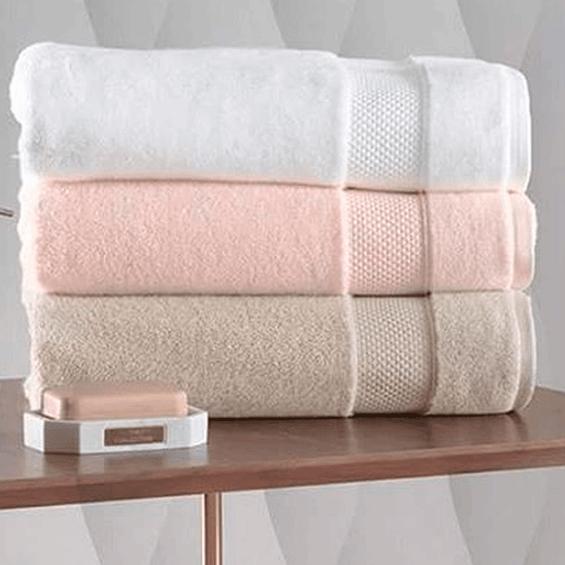 Detalhe-toalha-de-banho-faces-Karsten