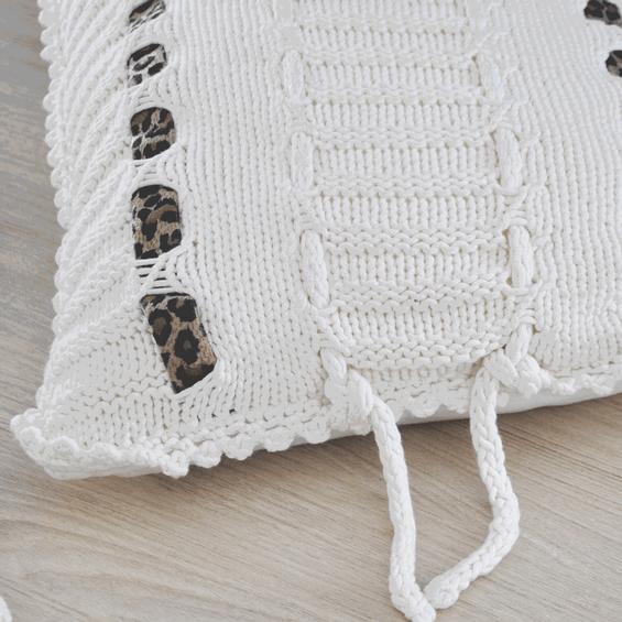 Detalhe-almofada-de-tricot-zizi-maria