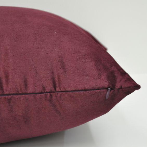 Detalhe-almofada-de-camurca-vinho