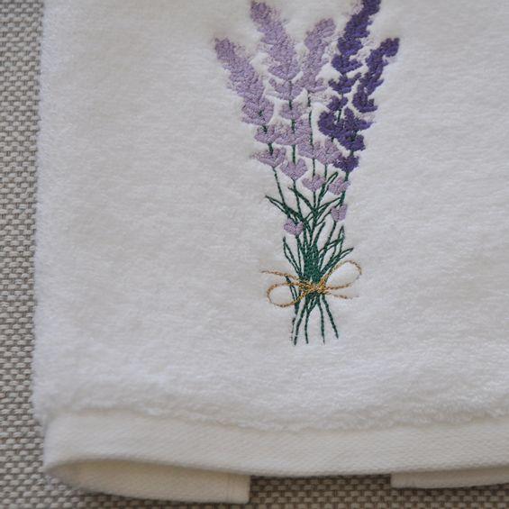 Detalhe-toalha-de-lavabo-lavanda