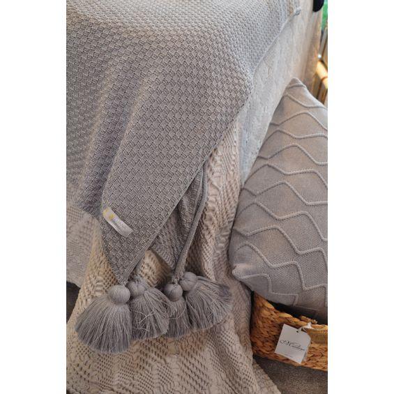 Detalhe-manta-de-tricot-luana-Ramalho-Cinza