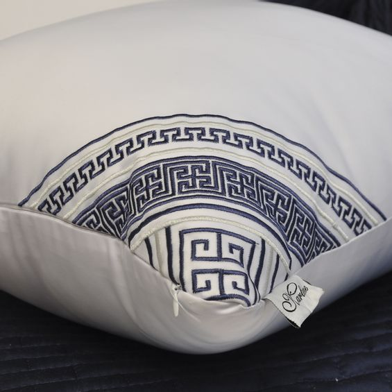 Detalhe-almofada-bordada-grega