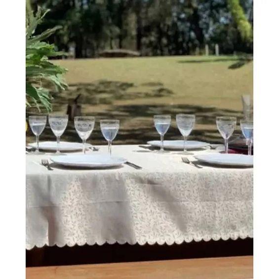 detalhe-toalha-de-mesa-auguri-fendi