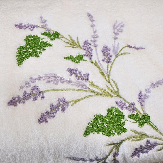 Detalhe-toalha-bordada-lavanda