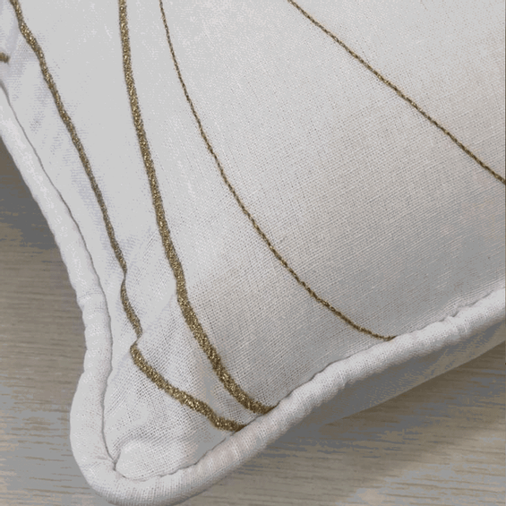 Detalhe-almofada-de-linho-dourada